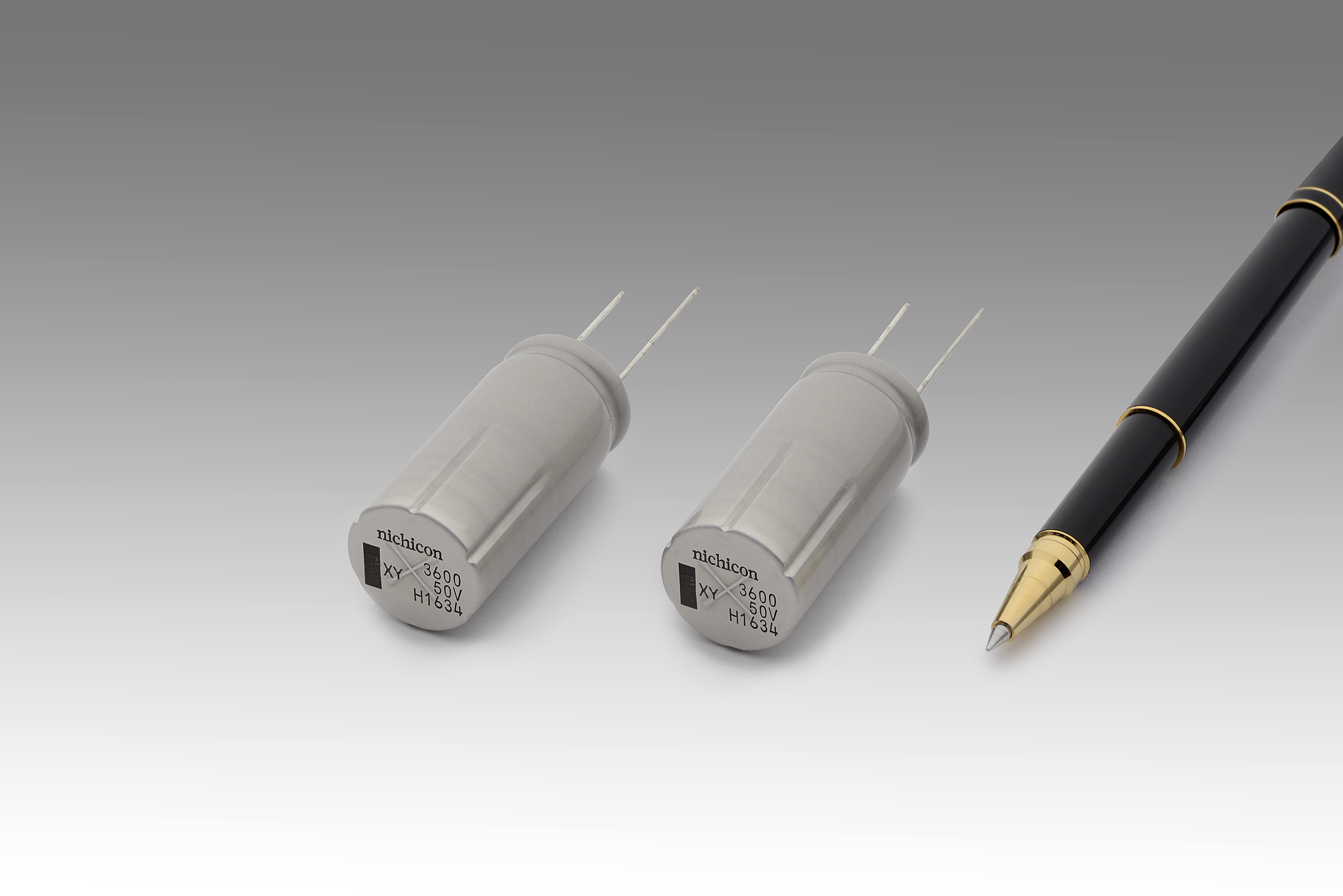 Image 4: The UXY series of vibration-resistant lead-type aluminum electrolytic capacitors